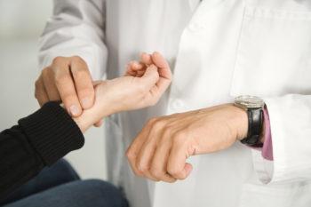 Высокий пульс при нормальном давлении у человека: таблица по возрастам, методы лечения