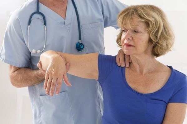Восстановление руки после инсульта: упражнения для разработки кисти в домашних условиях