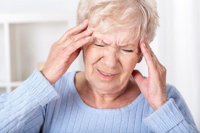 Ишемический инсульт головного мозга у пожилых людей: прогноз для жизни, признаки и симптомы