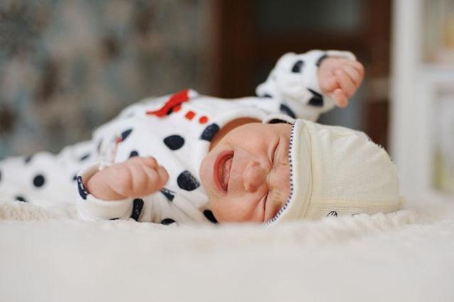 Почему новорожденный плачет перед мочеиспусканием
