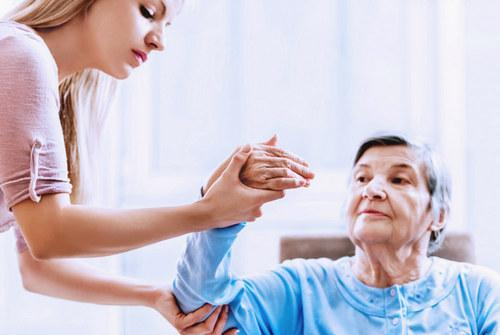 Восстановление после инсульта левой стороны в домашних условиях: упражнения и массажи